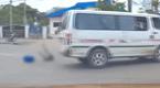 อีกแล้ว! โผล่อีกคลิป เด็กนักเรียนร่วงจากรถตู้ บริเวณจุดกลับรถ อ.แม่สอด จ.ตาก