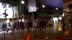 พ่อค้าแผงลอย ปะทะ ตำรวจฮ่องกง หลังถูกห้ามตั้งร้านในวันตรุษจีน 2559